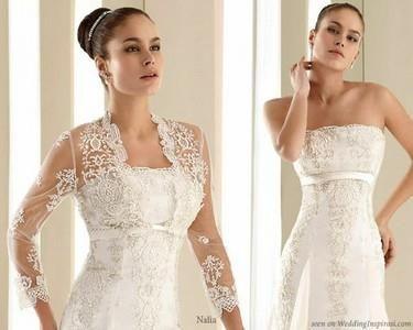 Венчальное платье с кружевным капюшоном