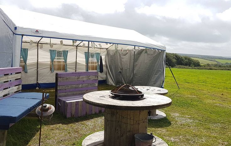 Party marquee added to the tipi mix at @hiltoncourt this weekend for a 40th shindig. Have a good one Claire