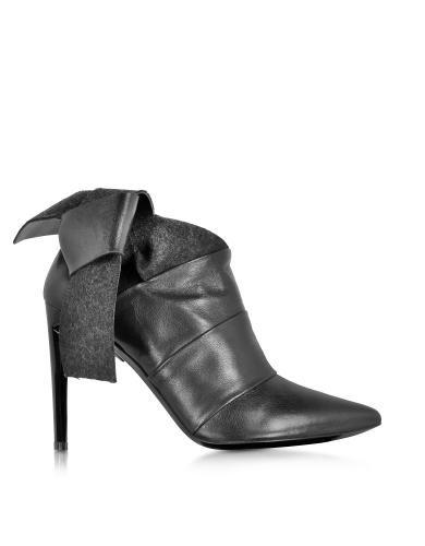 Prezzi e Sconti: #Tronchetto in pelle e feltro nero  ad Euro 195.00 in #Scarpe scarpe #Moda