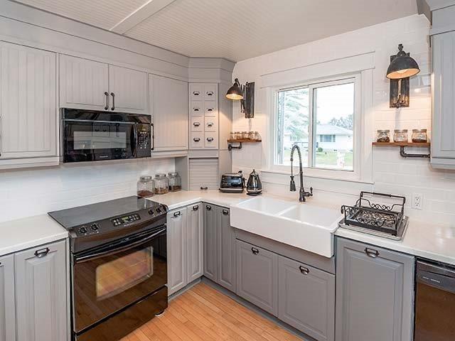 #kitchen #kitchendesign #kitchenideas #kitcheninspo #beadboardceiling #farmhousesink #farmhousekitchen #industrialkitchen #industriallights #design #designer #yorkregion #symphonyofcolour