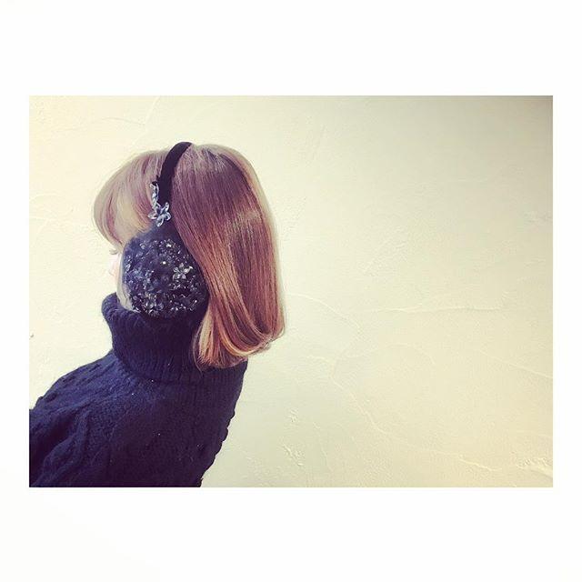 . . ほぼ毎日約30分の道のりを徒歩通勤👟 そろそろ寒くてめげそうになってきたから サンタさんに新しい耳当てをリクエストしてみた♪ . #ベルベット  #ファー  #チュール  #スパンコール  #スワロフスキー  大好きがつまってる!!! 可愛いすぎて吐きそう(´ཀ`) . これでもう寒くない♪ . . .  #イヤーマフ#耳あて#かわいい #cawaii#ca4la#カシラ #クリスマスプレゼント #プレゼント #徒歩#防寒#徒歩通勤 #christmaspresent #earmuffs#noel#present #happy#fashion#black #winterfashion#myfavorite #nailist#nailistagram #santacruz #merrychristmas