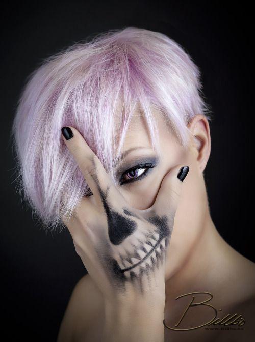 Skullhand makeup by @makeupgeekdelux. www.Billbo.no