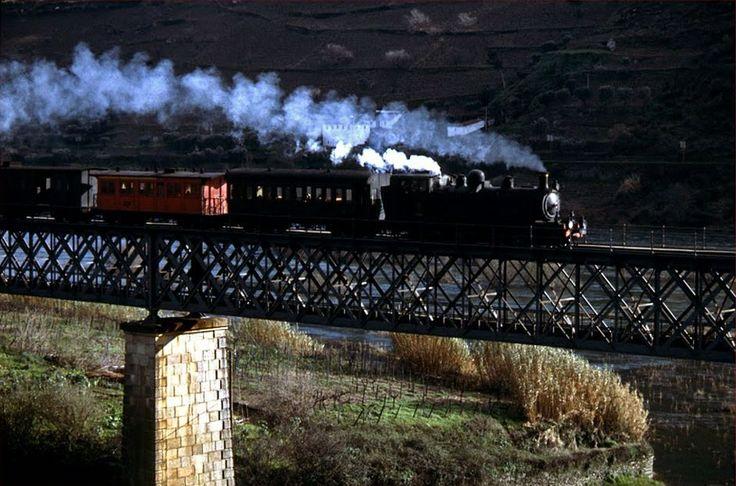 the-portuguese-affair:  Corgo's railway, Peso da Régua, Douro. 1978. Unknown photographer
