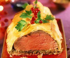 Le chef étoilé Cyril Lignac vous propose sa recette du bœuf en croûte. Un plat gourmand et croquant à savourer avec vos amis ou votre famille. Plus