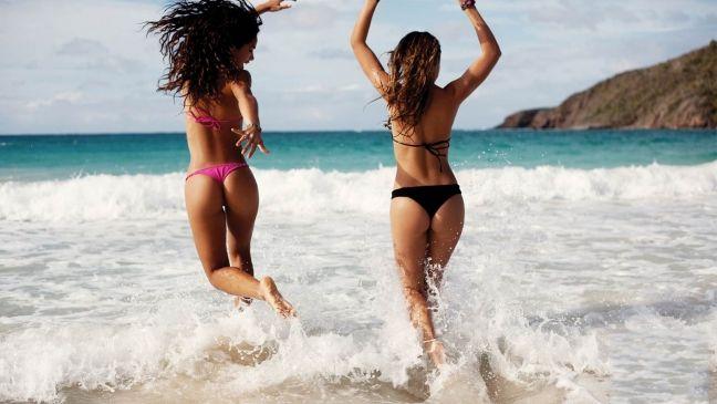 Скачать обои девушки, отдых, лето, море, картинки, фото