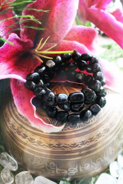 Black Obsidian Bracelet to shield against negativity, assists in clairvoyance, grounding for the Root Chakra. ♥
