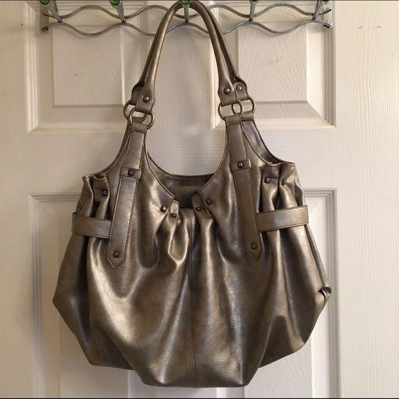 ✨Host Pick✨ Silver shoulder bag Shiny silver shoulder purse • Multiple interior sections with zipper on the interior • Zipper on the back of bag • MAKE AN OFFER! Bags Shoulder Bags