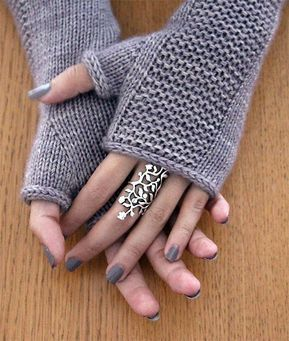 Knitted pattern for celestial mittens – Fingerless mittens in sizes S-M-L. Weigh sports