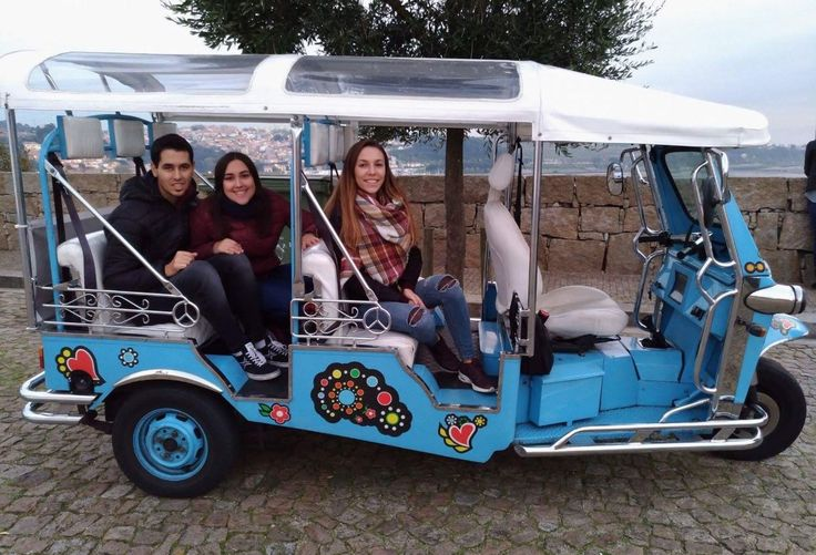 """Julia G @ TripAdvisor   """"We had little time for Porto and choosed to do the tuktuk tour. The experience was unique, fun, surprising and very enjoyable. The guide was very attentive at all times and very friendly. It was a very entertaining time, learning a little about the city. The price 10 € per person being 3, highly recommend!""""   Julia G @ TripAdvisor  """"Teniamos poco tiempo por Porto y optamos por hacer el tour en tuktuk. La experiencia fue unica, divertida, sorprendente y muy amena. El…"""