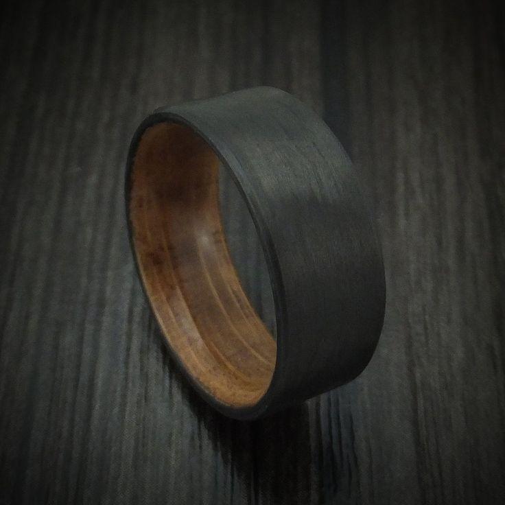 Dieser Kohlenstofffaserring verfügt über: – Eine Innenhülle aus Holz (Jack Daniels Whiskey …   – Jewelry