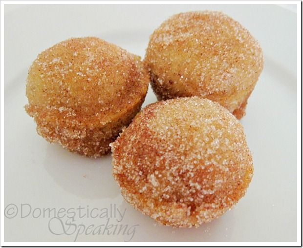 Delicious Pumpkin Poppers ~ Like mini pumpkin donuts baked in a mini muffin pan