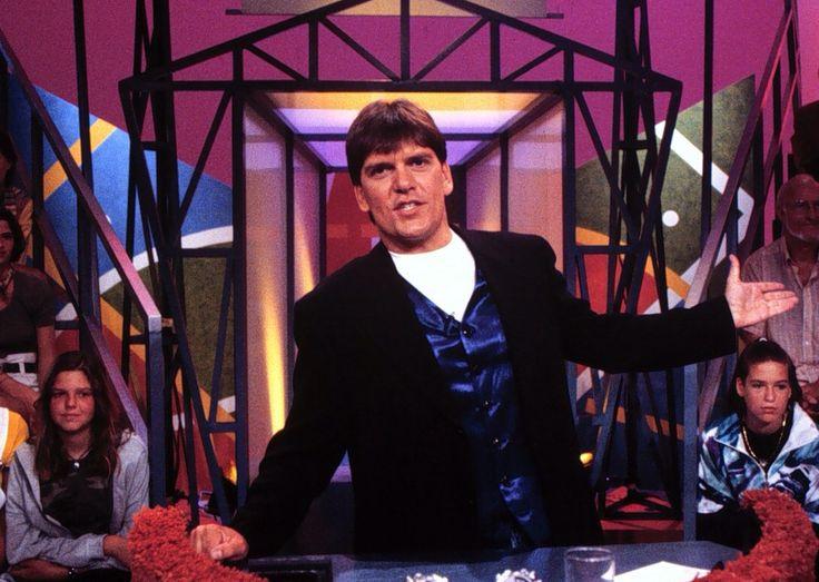 De Holidayshow was een Nederlandse spelshow, die van 1990 t/m 1993 door de NCRV werd uitgezonden.  Bekende/vaste spelonderdelen in deze show waren onder andere 'het zwembad' en 'de ballenbak'. Bij het zwembad/halve finale zaten twee koppels in een soort van bootje op een wand die in het water lag. De koppels kregen om beurten een vraag gesteld. Werd de vraag fout beantwoord, dan ging de helling een stukje omhoog na 5 foute antwoorden viel ook het veiligheidsblok  dat de kandidaten nog…