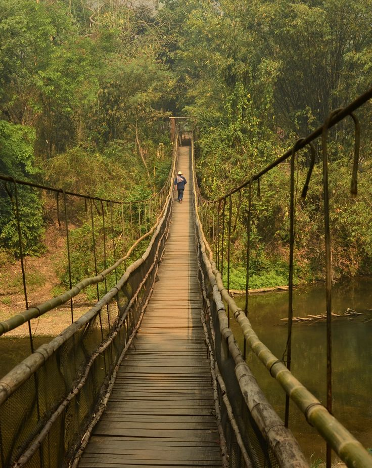 Bamboo bridge, near Chiang Mai, Thailand. Photo Doug Johnson www.islandinfokohsamui.com