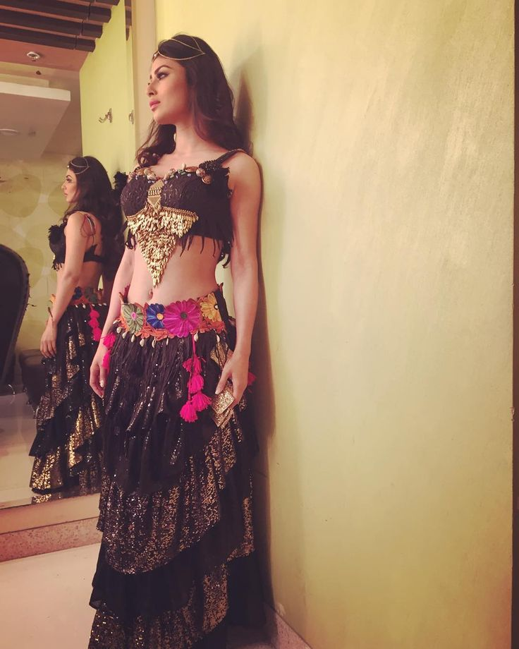 "imouniroy: ""Gypsy bohemian vibes in my @anusoru last night #GPAmadness @colorstv x Act 1 ; 1/3"""