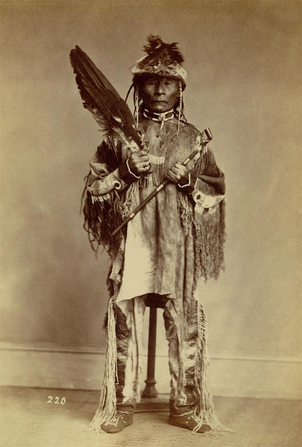 the background of nez perce Includes images of warriors and boys in feather headdresses, seated on horses or standing, with tepees in background yakima and nez percé portraits.