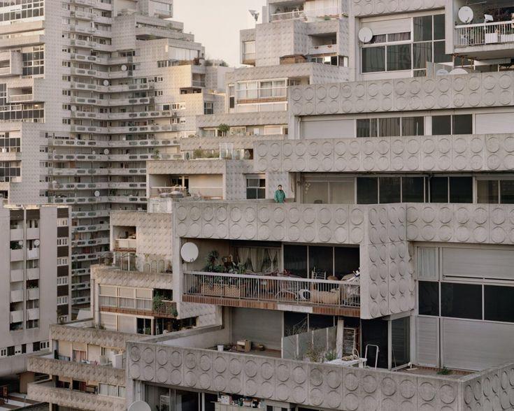 Zdjęcie numer 6 w galerii - Tajemnicze blokowiska Paryża, jak z filmów science-fiction. Fotograf wyciągnął je z niebytu