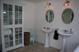 Bilderesultat for speil med lyspærer ikea