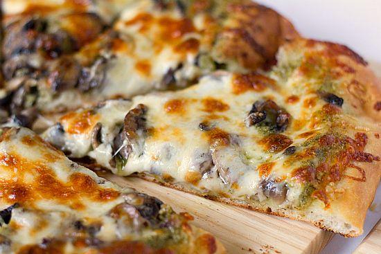 pesto mushroom and olive pizza!: Pizza Recipe, Onions, Pesto Pizza, Food,  Pizza Pies, Bakers, Portobello Pesto, Mushrooms, Super Heroes Parties