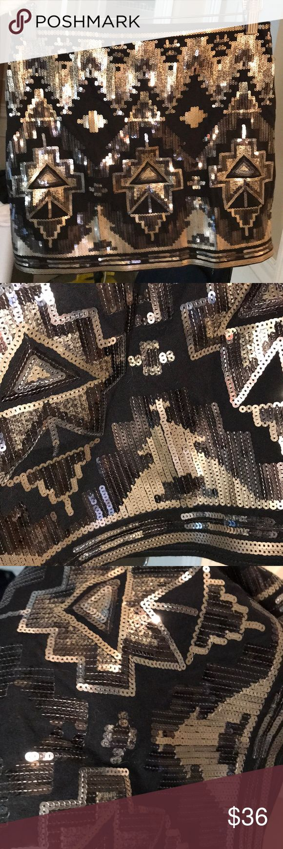 💎✨🌟 Gold and black sequin mini skirt! Gold and black patterned sequin mini. It has never been worn! Express Skirts Mini