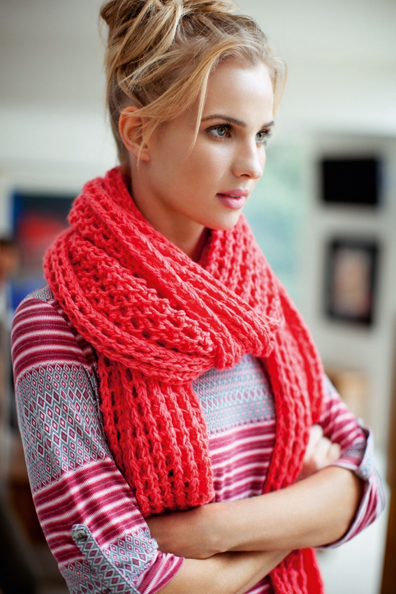 Sussan knitted scarf