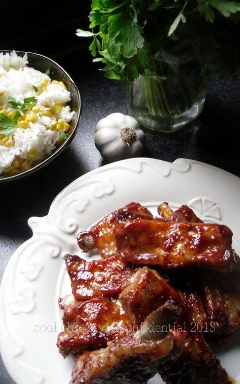 Una ricetta asiatica dalle mani di Stefania: costine accompagnate da riso e mais. Enjoy!