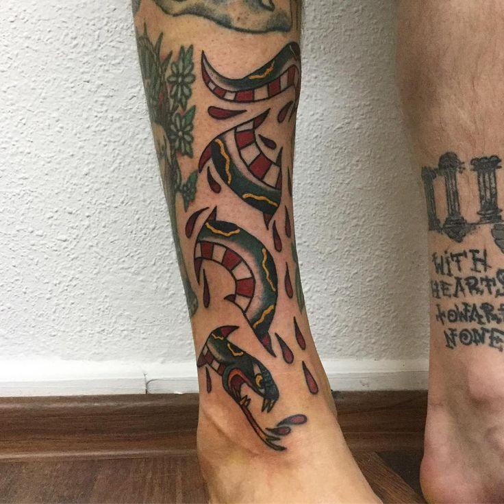 Z dzisiaj, dzięki piękne @hiraeth_tattoo!! sprawdzajcie ziomka i jego pracki!! / from today, thank You @hiraeth_tattoo, Check him and his work!! #snaketattoo #warsawtattoo #blackink #traditionaltattoo #oldschooltattoo #bright_and_bold #oldlines #eutradtattoo #tradworkers #tattoos #tatuaż #polandtattoo #tttism #bold_will_hold #blacktattoos #tattoosofinstagram #inkedup #blacklines #warszawa #lublin #tattooapprentice #apprenticetattoo #boldlines #instaart #snake #traditionaltattoos…
