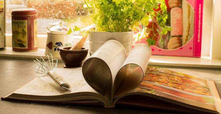 Scopri i 10 migliori libri di cucina italiana e del mondo, ottimi anche come idea regalo, con molte ricette per professionisti ma anche per principianti.