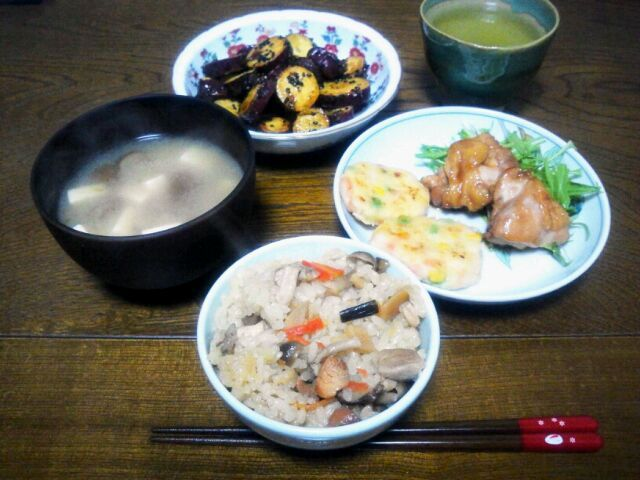 zukacchaさんのプワプワ焼き、枝豆が無かったのでミックスベジタブルで作りました。 ほんとに、プワプワで美味しかったです。 もちろん、明日のお弁当にも入りますよ!! - 95件のもぐもぐ - zukacchaさんの海老と枝豆とコーンのプワプワ焼き&momomurasakiさんの黒糖おさつバター&鶏の照り焼き&豆腐とナメコの味噌汁&五目ご飯 by sakachinmama