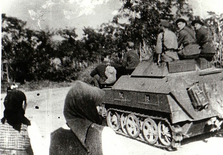 SdKfz 250 carrying Vânători de munte (mountain troops) in Transylvania, late 1944. The Romanian Army used both Soviet and German equipment extensively during the war.