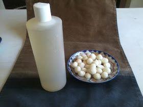 Honey and baking soda. No Poo Balls: A Homemade Shampoo Alternative
