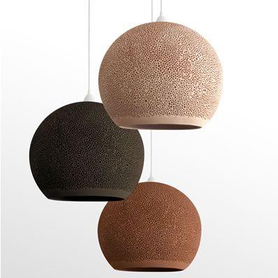 Exclusieve hanglampen gemakt van klei met een schitterende uitstraling.
