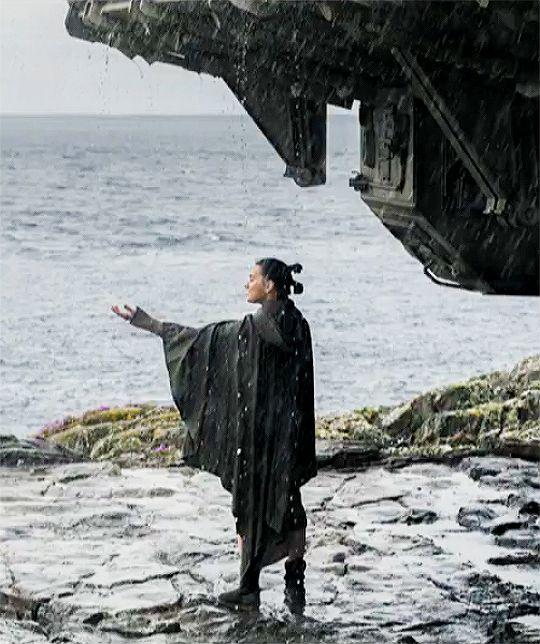 Daisy Ridley as Rey in Star Wars: The Last Jedi ... guys this is so sweet she never felt rain on Jakku