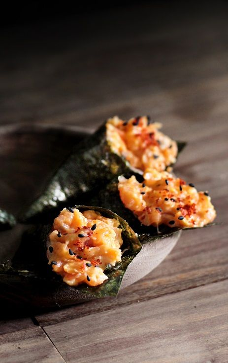 SRIRACHA WASABI CREME FRAICHE SMOKED SALMON MINI TEMAKI SUSHI ~~~ temaki sushi (aka hand roll) is a form of rolled sushi created in a cone or roll shape. temaki is different from maki sushi, as you do not cut it into pieces and utensils are not required. [ladyandpups] [sushi]