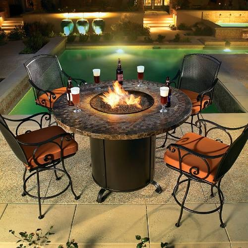 A counter height fire table with enough room to dine. Perfect for decks or balconies, the Contessa will shine at any gathering of friends and family, and is an excellent conversation area for drinks and dessert.