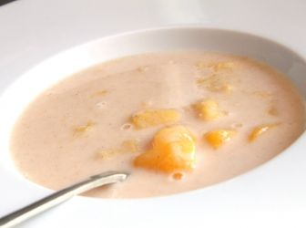 Tejfölös barackleves recept: Ez a recept egyszerűen mennyei! Próbáld ki Te is a tejfölös baracklevest, garantált siker! Nagyon finom!