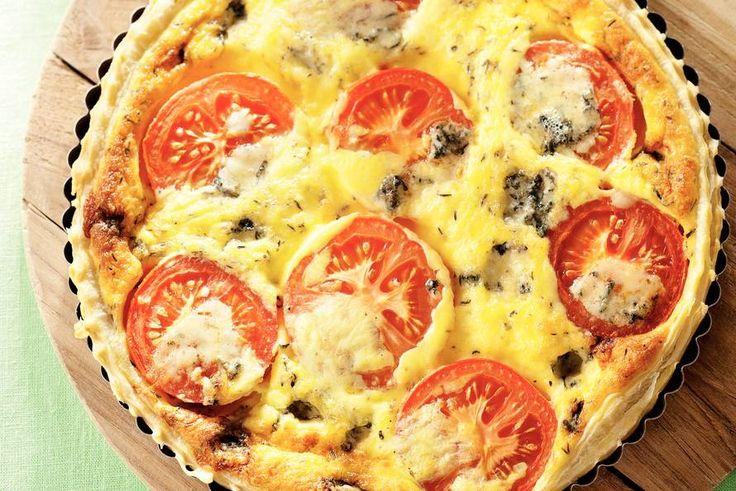Kijk wat een lekker recept ik heb gevonden op Allerhande! Kaasquiche met tomaat