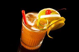 Zur Familie der Sours gehört auch der Aperol Sour. Sehr erfrischender Cocktail mit relativ wenig Alkohol.