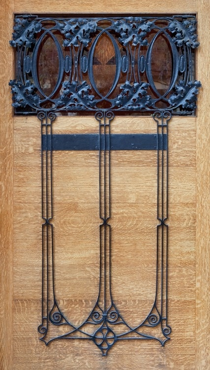 front door detail  Louis Sullivan and Frank Lloyd Wright, James Charnley House, Chicago, Illinois, 1892  photo  ©2012 David Schalliol