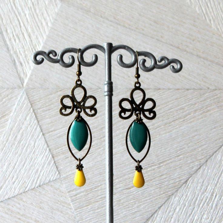 Boucles d'oreilles chandelier arabesque bronze, navettes émaillés turquoise : Boucles d'oreille par mystee-creations