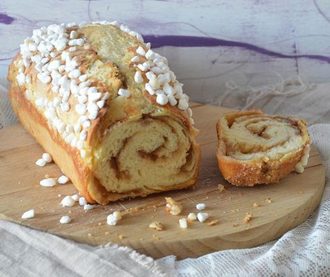 Het recept om zelf het lekkerste suikerbrood te maken. Stap voor stap recept waardoor je het allerlekkerste zelfgemaakte suikerbrood op tafel zet.