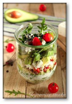 Sałatka w słoiku: kasza jaglana, awokado, feta, rukola, pomidorki… – Tajemnice smaku