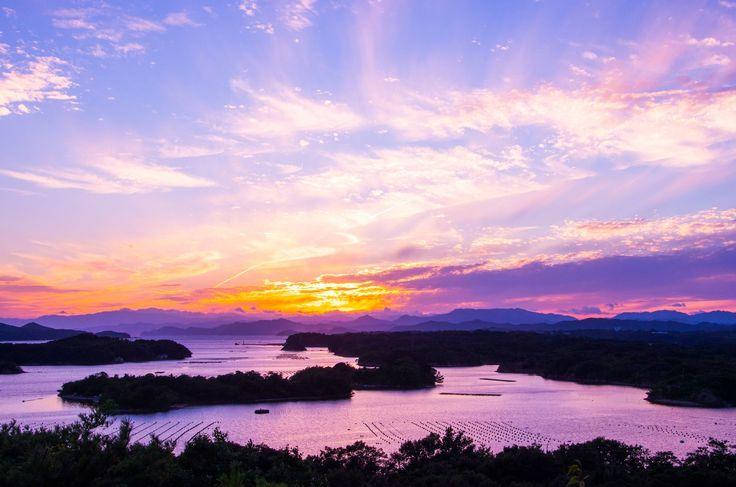 大阪や京都といったキャラが濃い府県が多い近畿地方。そのため少々埋もれがちな三重県ですが、たくさんの魅力ある観光スポットや絶景を隠し持っているのです。今回はその中から、20スポットをご紹介!