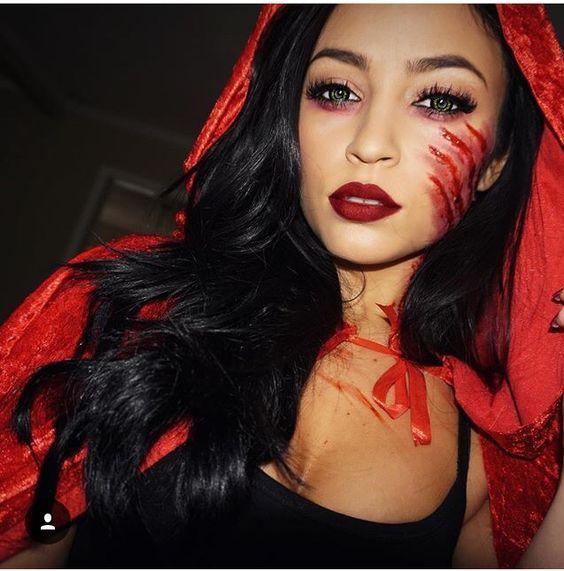 Cuando se trata de disfrazarse para Halloween, ¿por qué comprar disfraces y gastarnos tanto dinero cuando nos lo podemos hacer con cosas que tenemos...