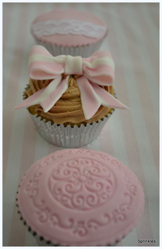 Pink and white vintage wedding cupcakes