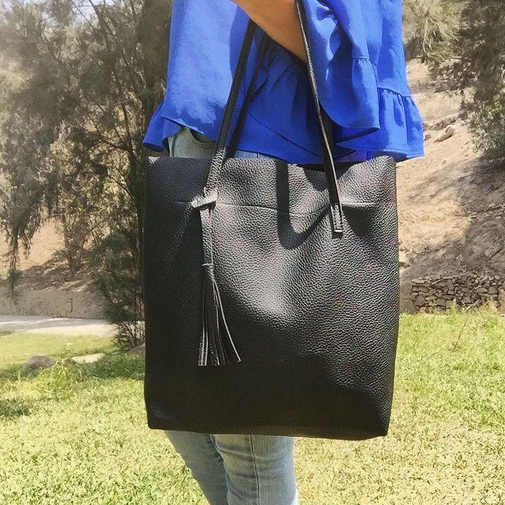 cartera-carteras-carteras de cuero-carteras de moda- carteras Peru-carteras Lima- carteras en oferta-handbags-bags-fashion bags-leather bags-PLUMSHOPONLINE.COM - Atrévete a llevar la moda de hoy! Cartera Negra Clarita - Disponible AHORA en la tienda online de Plum: http://ift.tt/2hsN4Fk