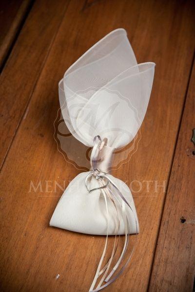 Μπομπονιέρα γάμου μαντήλι με καρδούλα