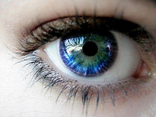 Olho Pulando Sozinho : Sintomas e O que fazer ?