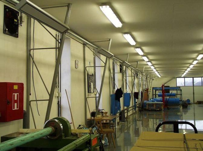 Panele grzewcze z serii Radium - ogrzewanie hali produkcyjnej