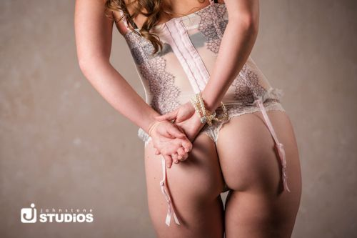 Cute booty boudoir shot