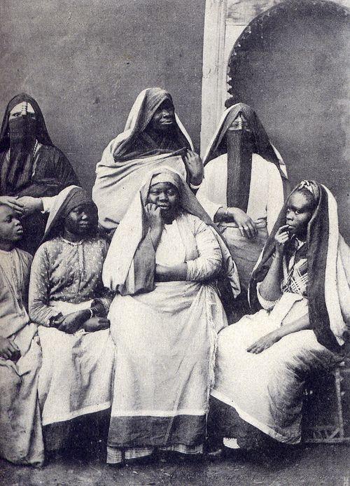 Black women in Egypt, circa 1905. Amazing.